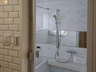 浴室透明ガラスドア