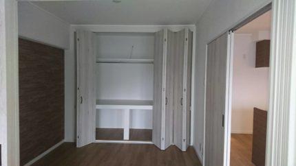 リフォームで和室からシックな洋室になった部屋