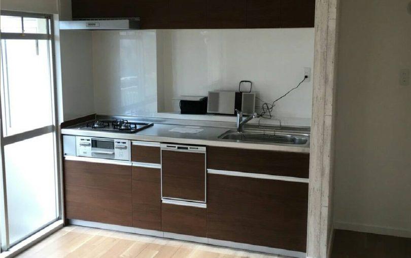 リノベーションで新品に取り換えられたマンションのキッチン